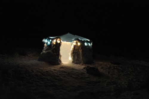 Banner and igloo 100